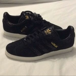NWT ADIDAS Gazelle black gold suede sneakers 9